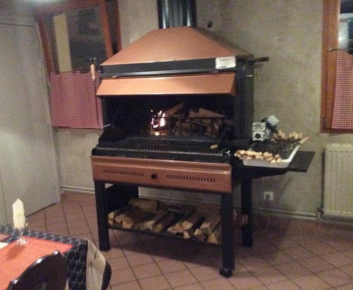 Barbecue a bois professionnel traini for Barbecue d interieur