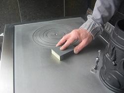 6 b entretien d 39 une cuisini re bois traini for Nettoyer plaque en fonte